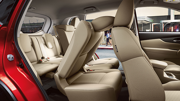 2017-Nissan-Rogue-backseat