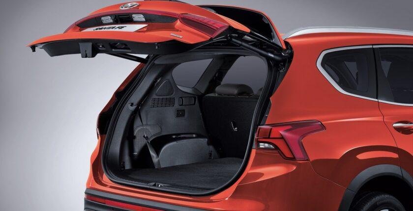 2021-santa-fe-tm-smart-power-tailgate_16-9